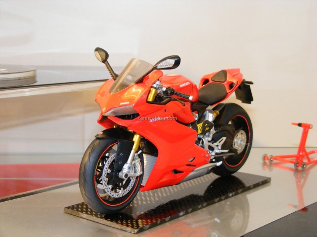 Ducati 1199 Panigale S. 1/12 scale motorcycle