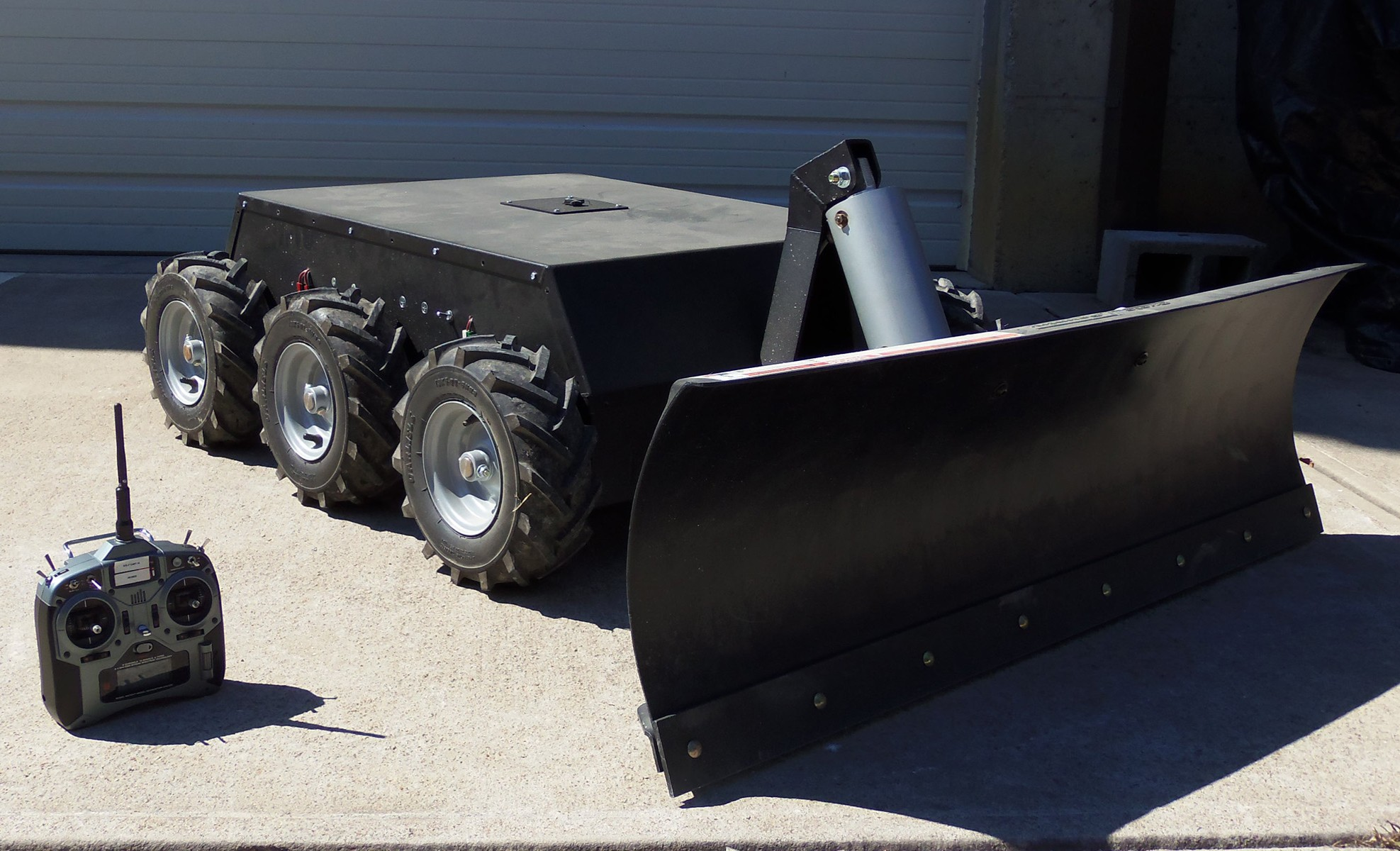 Tiller Snow Plow is a 6wd Snow Plow That